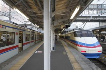 2016年1月2日 15時41分頃、京成津田沼、AE161他の上り臨時シティライナーと3431他の快速 西馬込ゆき。