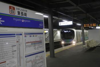 2016年1月1日、東長崎、到着する38109Fの臨時 各停=保谷ゆき。