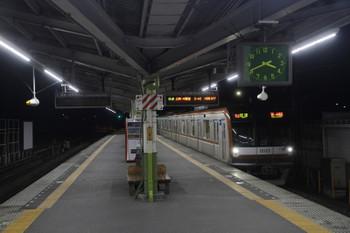 2016年1月1日、元加治、到着するメトロ10022F臨時列車。