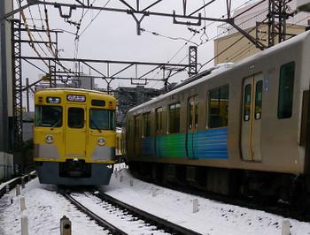 2016年1月18日 12時9分頃、高田馬場~下落合、2033Fほかの準急 西武新宿ゆき。