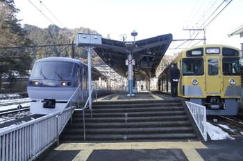 2016年1月31日 9時48分頃、吾野、2063Fの西吾野ゆき臨時列車の横を10111Fの20レが通過。。
