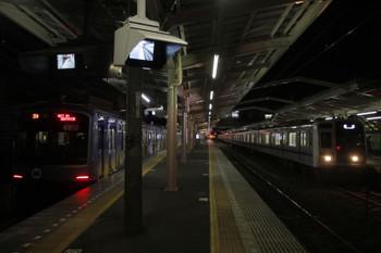 2016年2月3日 5時36分頃、清瀬、左がY515F、右が到着する6152Fの上り回送列車。