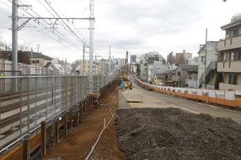 2016年2月21日、都電雑司ヶ谷~鬼子母神前、北側から南側を向いて歩行者通路から撮影。