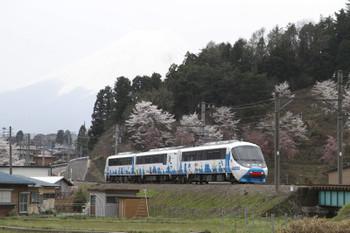 2016年4月10日、三つ峠~寿、8000系の「フジサン特急 8号」。