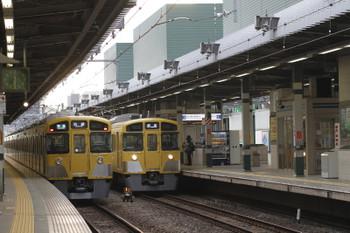 2016年3月27日、練馬、2085Fの4204レと豊島園駅へ送り込まれる2089Fの下り回送列車。