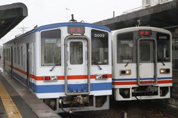 2016年4月3日 8時57分頃、下妻、快速列車同士の交換。