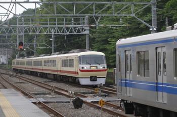 2016年5月3日 17時16分頃、仏子、10105Fの下り回送列車と中線で休む20153F。