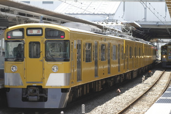2016年5月4日 11時9分頃、所沢、4番ホームで折り返す2513Fの回送列車。右は9102Fの2128レ。