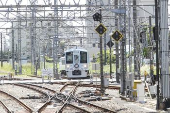 2016年5月4日 11時37分頃、所沢、新宿線上り方から4番ホームへ入る4009F。
