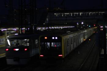 2016年5月16日、仏子、中線で特急を待避する3703レ折り返し上り回送の東急4110F。