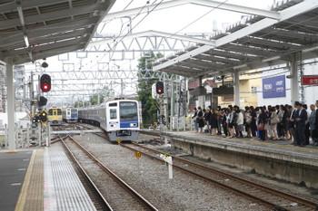 2016年6月1日6時45分ころ、清瀬、所沢電留線から清瀬駅2番ホームに回送されてきた6104F、すでに6402レの表示になっていました。