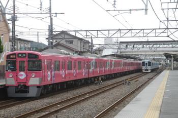 2016年6月25日、仏子、中線に停車中の4009F(52席)を9101F(ピンク)の2121レが追い抜き。