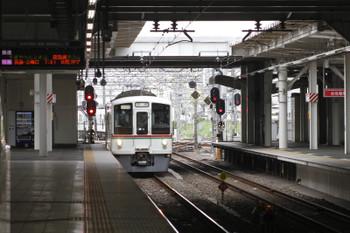 2016年7月16日 7時14分頃、所沢、4番ホームへ到着する4011F+4015Fの上り回送列車。