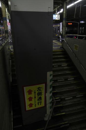 2016年8月14日、JR千葉駅、内房線3・4番ホームの館山方階段。