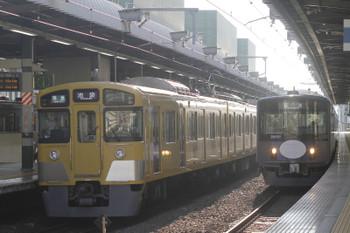 2016年7月30日 6時30分頃、練馬、8連で残った4204レ(2073F)と20151F(告白)の下り回送列車。