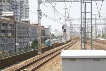 2016年9月9日 10時43分、兵庫(東海道本線ホームから撮影)、和田岬線の側線から発車した西武40000系の甲種輸送列車。