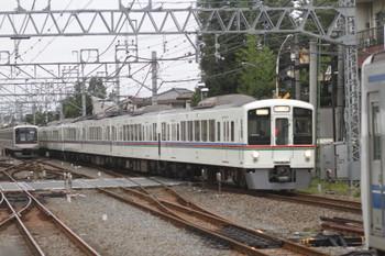 2016年8月27日 6時37分頃、清瀬、4000系4+4連の上り回送列車と珍しく引き上げ線で寝ている東急車5162F。