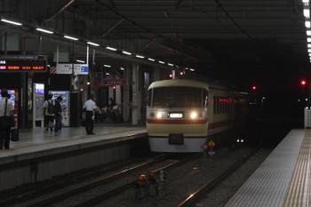 2016年9月14日 18時49分頃、所沢、飯能方から新宿線2番ホームへ入る10105Fの回送列車。