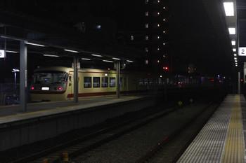 2016年9月15日 19時26分頃、東長崎、4番ホームから発車した10105Fの上り回送列車。