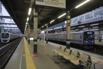 2016年10月1日6時11分頃、練馬、左から38105Fの上り回送列車・6158Fの6504レ・20153Fの5205レ。