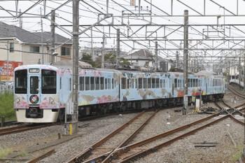 2016年8月13日 10時2分頃、田無、4番ホームから引き上げ線に入る4009F回送。
