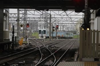 2016年9月18日、所沢、4番ホームから西武新宿へ向かう4009F・上り回送列車。