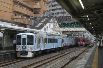 2016年9月19日 10時31分頃、中井、中線を行く9101F(ピンク)の2316レに抜かれる4009F上り回送列車。