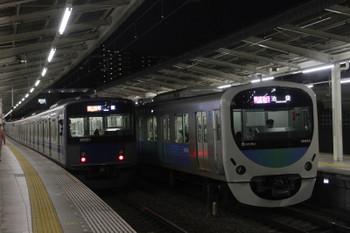 2016年11月3日、入間市、38103Fの1002レ(右)と20101Fの2153レ。