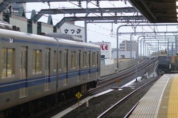 2016年11月3日 6時9分頃、練馬、左から20151F上り回送列車・6109Fの6504レ・2075Fの5406レ。