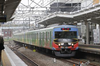 2016年10月8日13時28分頃、清瀬、3番ホームを通過する2代目「銀河鉄道999デザイン電車」20158Fの臨時列車。