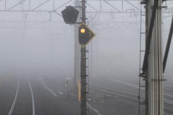 2016年11月20日 午前7時14分頃、保谷、霧でホーム先端付近から電留線にいる電車が見えません。