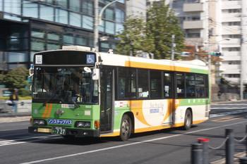 2016年11月22日、高田馬場駅近くの新目白通り、都バスの回送。