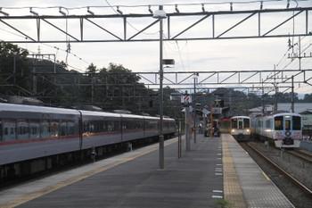 2016年9月25日 16時53分、横瀬、左から留置中の10106F・2054レの4021F・出発待ちの4009F上り回送列車。