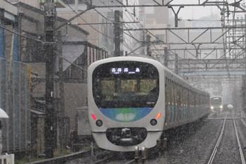 2016年11月24日 8時35分頃、高田馬場~下落合、踏切を挟んで止まった上下列車。