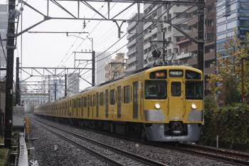 2016年11月24日 12時17分、高田馬場~下落合、2451Fほかの急行 西武新宿ゆき。