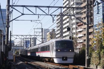 2016年11月25日 12時32分、高田馬場~下落合、10101Fの18分ほど遅れの120レ?。