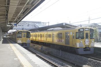 2016年11月26日、西所沢、6140レで到着した9106F(右)と6133レの2501F。