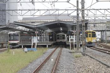 2016年10月1日 14時25分頃、飯能、左から、4番ホームで発車を待つ東急4103Fの1718レ、2・3番ホームに停車中の4023Fの臨時各停 高麗ゆき、9107Fの2150レ。