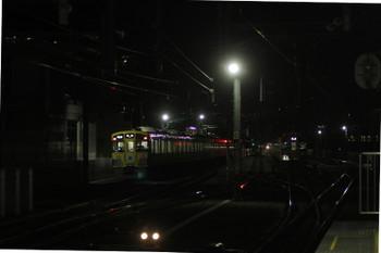 2016年12月18日 5時57分頃、石神井公園、遅れて発車した9102Fの4101レと6番線で待機する2085F。