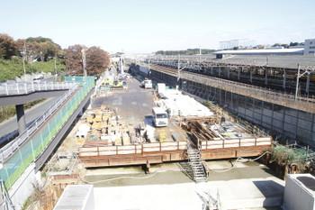 2016年11月12日、横浜羽沢駅、新横浜駅方向を歩道橋から。