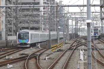 2016年11月20日、練馬、2番ホームから発車し急行線へ入る40101Fの下り試運転列車。