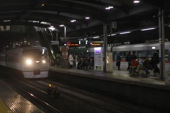 2016年12月22日 23時2分頃、ひばりヶ丘、10103Fの上り回送列車を58レが追い抜き。