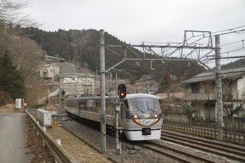 2017年1月29日 7時41分頃、吾野、通過する10103Fの70レ。通常は、ホームに面する右側の線路を特急も走ります。