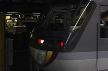 2017年2月1日、池袋、到着した10103Fの2レ。奥のJR池袋駅にE257系500番台が見えます。