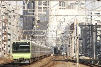 2017年1月4日 9時2分頃、恵比寿、E235系の内回り列車。
