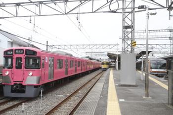 2017年2月5日、西所沢、9101Fの6140レ(左)と2513Fの6133レ。
