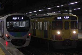 2017年2月9日、練馬、38107Fの5204レ(左)と2085Fの5203レ。