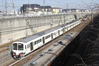2017年1月22日 11時1分頃、新秋津、到着した西武1241Fと武蔵野線の電車(手前)。奥には西武623FとEF65-2080が見えます。
