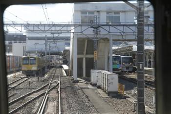 2017年1月21日 11時22分頃、所沢、6番線で発車を待つ263F+1241Fと試運転の40101F、そして10103F(プラチナ)の22レの並びを下り列車の先頭から撮影。