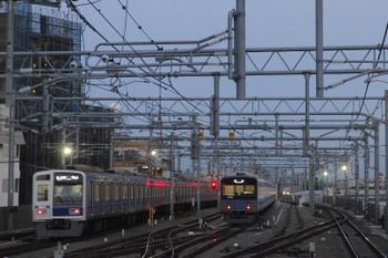 2017年12月4日、石神井公園、6116Fの6501レ(左)と6番線で待機する20152F。